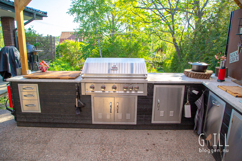 Built in outdoor kitchen on terrace